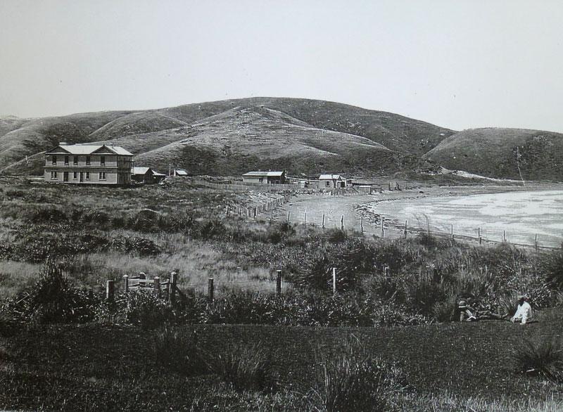 Plimmerton House dominates Plimmerton, early 1900s PATAKA Arts + Museum, Porirua