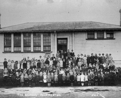 Plimmerton School and pupils about 1925. The building was extended to two classrooms in 1919. Photo courtesy Pataka Art + Museum, Porirua (C_1B_2)