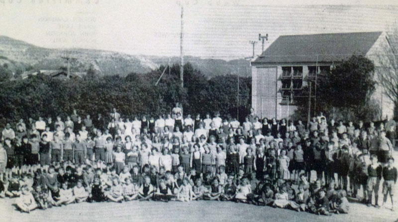 Pupils on lower tennis court; detached class-room at rear (1954) Photo courtesy Bernie Comerford Collection