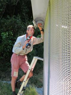 An ama-zinc solution - Facilities Officer Mark Bathurst (Plimmerton) takes to the fence - The Zealandia Blog