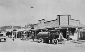 Shops at corner of Steyne Avenue and Beach Road in the 1920s Photo courtesy: Porirua Art + Museum, Porirua (C.4.32